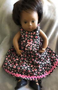 Gorgeous Vintage Sasha Baby Girl Doll 1970s & Clothes. Excellent Condition