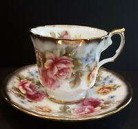 RARE !! Vintage Elizabethan heavy gold with Roses fine bone china teacup and sau