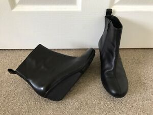 CLARKS ANKLE BOOTS. SIZE 6. BLACK. LEATHER. WEDGE HEELS. VGC. GORGEOUS