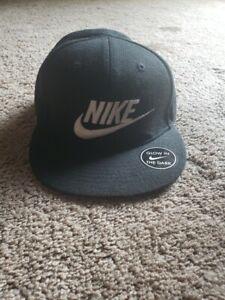 Nike YOUTH Snapback Glow in the Dark Wool Blend Baseball Cap Hat