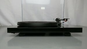 Pro-Ject Debut Carbon /Ortofon 2M Red Cartridge
