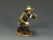 AL061 Kneeling Medic by King and Country