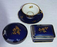 KPM, 3 königsblaue Teile Zwei Deckeldosen 1 Tasse