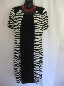 SIZE 14-16 SMART FLATTERING BLACK WHITE GEOMETRIC SHIFT DRESS