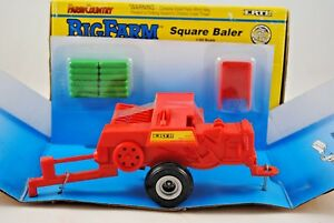 1:32 Britains ERTL 4168 Big Farm SQUARE BALER with HAY BALES Mint in Box