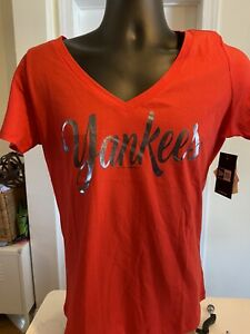 NY Yankees Women T shirt red color silver Yankees New Era brand
