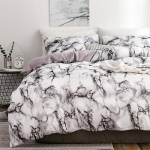 The Bedroom Bedding Is A Comfortable White Marble Pattern Printed Duvet Cover