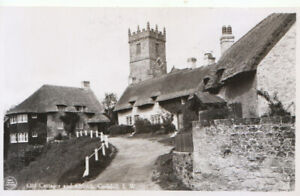 Isle of Wight Postcard - Old Cottages and Church - Godshill - RP - Ref TZ5949