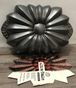 2003 Wilton Ultra-Bake Heavyweight Cast Aluminum Non-Stick Floral Design Pan
