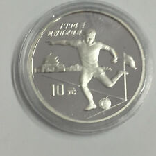 F47) FUßBALL China 10 Yuan 1994 Silber in PP zur WM USA 1994