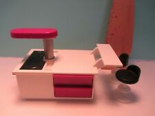 Playmobil kitchen MAGENTA & WHITE KITCHEN ISLAND W/ COOKTOP + 2 IDENTICAL STOOLS