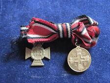 DRK-Medaille und Ehrenkreuz an Schleife in 16 mm Miniaturen