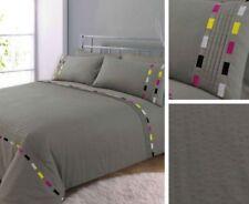 Linge de lit et ensembles gris avec des motifs Brodé