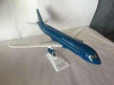 AIRBUS A320 VIETNAM AIRLINES – MAQUETTE AVION RESINE 1/80 46cm