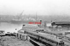 PHOTO  BR EX-NER TWO-COACH 1922 EMU 1953 AT SOUTH SHIELDS END OF LINE BY RIVER T
