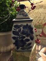 Ginger Jar-Blue/White-Gold Accents-Beautiful/Detailed-FREE SHIPPING-😉