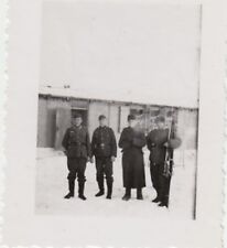(F893) Orig. Foto Wehrmacht-Soldaten vor Baracke, Russland, Winter 1940er