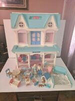 Vtg 93' Fisher Price Dream Doll House 6364 and loving family & box RARE