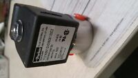 PARKER 71215SN1QV00N0S100C2 VALVE 5/32 10 WATTS NEW OUT OF BOX