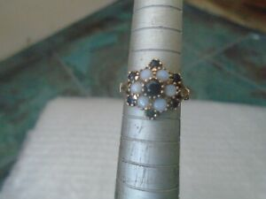 Stunning 9ct yellow gold ring with opals & sapphires  FINE LOOKING SMALL RING