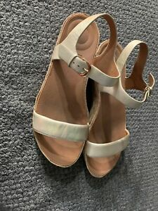 womens fitflop sandals size 9, Gold
