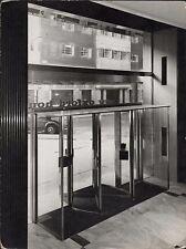 Revolving Interior doors. Unknown building.  London Photographers (ZO.15)