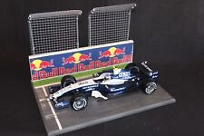 QSP Diorama 1:18 Starting grid with wall and 2 high fences (Red Bull)
