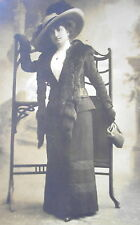 LADY w/ EDWARDIAN DRESS LARGE BRIM HAT w/ FEATHER & MINK STOLE CABINET PHOTO PC