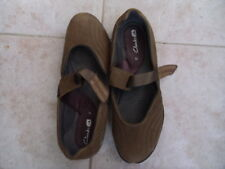 FREE POSTAGE CLARKS LADIES SHOES SIZE 7 1/2