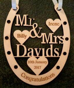 PERSONALISED WOODEN HORSE SHOE BRIDE AND GROOM WEDDING GIFT KEEPSAKE