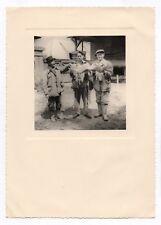 PHOTO Curiosité Trophée de pêche Grand Poisson mort pêché Homme Vers 1950