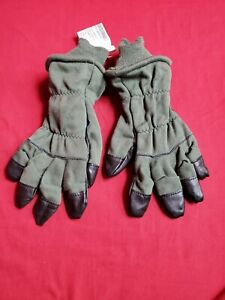 US Military Cold Weather Combat Gloves Black And OD Green Size: 7