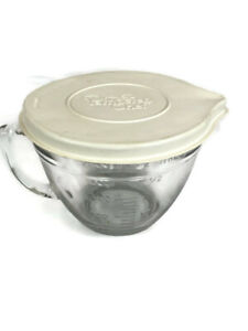 The Pampered Chef Classic  8 Cup Measuring Mixing Batter Bowl With Handle & Lid