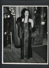 AVA GARDNER GLAMOR + FASHION CANDID - 1950s VINTAGE PHOTO