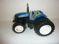 Britains Ertl Large New Holland T7060 Dual Wheel Toy Tractor