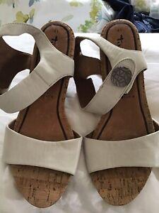 Ladies cream Tamaris Touch It Leather Sandals Size 8 41