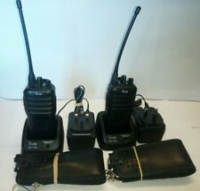 2x ICOM IC-F25 UHF HANDHELD Radio, 2x Caricatore singolo, in pelle 2x Custodia