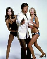"ROGER MOORE MAUD ADAMS EKLAND ""THE MAN WITH THE GOLDEN GUN"" 8X10 PHOTO (ZY-899)"