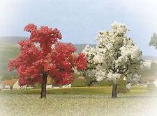 Busch 6853 - Bomenset: 2 Bloeiende bomen (110mm hoog)