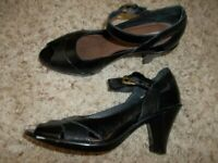 Excellent Black Leather CLARKS Mary Janes Heels Size 6 M