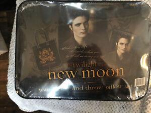 NECA The TWILIGHT Saga New Moon Set- Tote, fleece and throw Pillow set NIB
