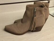 Guess Women's Gwtalzay-960 Ankle Boots  size 8.5
