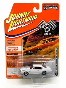 Johnny Lightning Muscle Cars USA 1968 Olds Cutlass W31 Ram Rod R1 White Die Cast