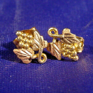 Black Hills Gold Stud Earring 10K Multi-tone gold Grapes and Leaves