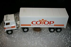 Vintage Ertl International 9670 Cab Over CO OP Semi Truck And Trailer, VERY NICE