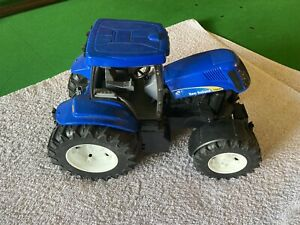 Bruder 09036 New Holland T8040 Tractor - Scale 1:16