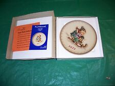 Vintage M.I. Hummel Goebel 1975 Annual Collectible Plate in Box