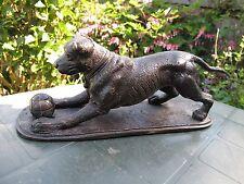 Bronze Figure d'un chien avec une balle de P J Mene marqué