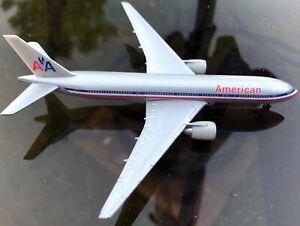 American Airlines Boeing 777 model airplane herpa wings