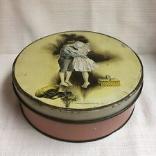 1902 HOWARD CHANDLER CHRISTY ~ ENGLISH BISCUIT TIN ~ BOY & GIRL KISSING